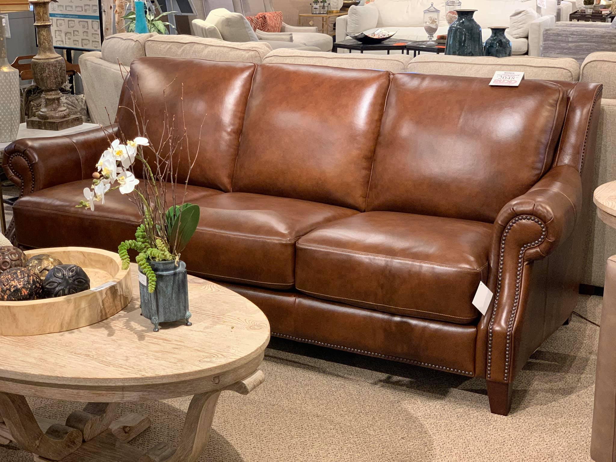Picture of: 3963 62s Bassett Leather Sofa Rudd Furniture